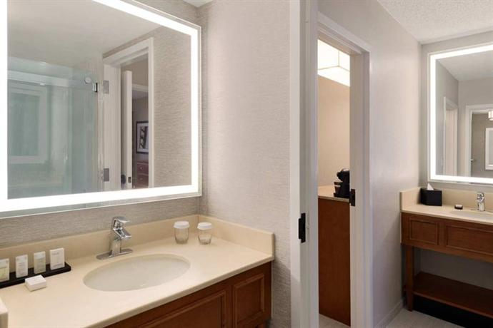 Photo 3 - Embassy Suites Hotel Orlando - International Drive / Jamaican