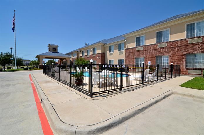Photo 1 - Best Western Fort Worth Inn & Suites
