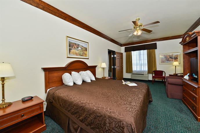 Photo 3 - Best Western Fort Worth Inn & Suites