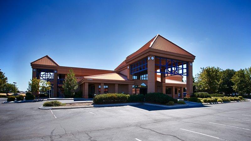 Photo 2 - Best Western Plus Vista Inn at the Airport
