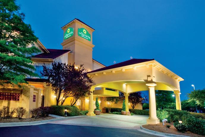 Photo 1 - La Quinta Inn & Suites Chapel Hill Durham (North Carolina)