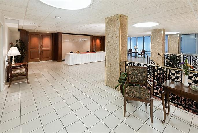 Photo 1 - Holiday Inn Rosslyn @ Key Bridge