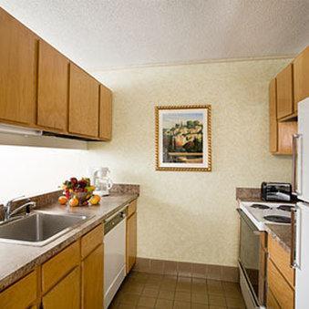 Photo 2 - Garfield Suites Hotel