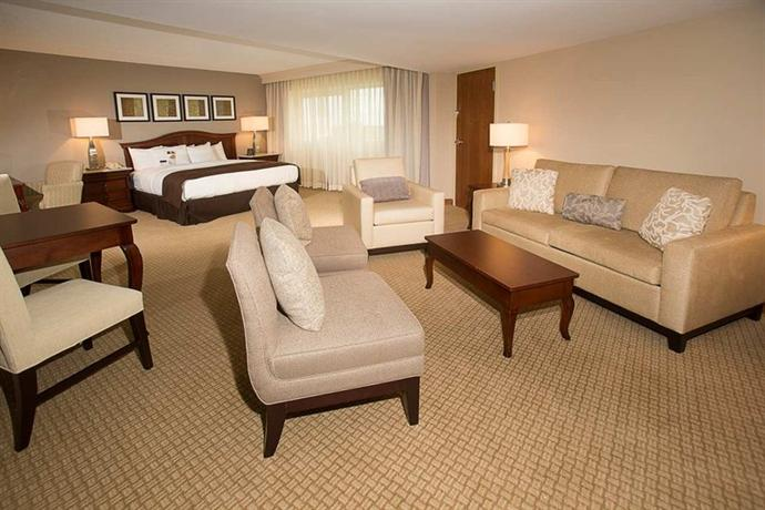 Photo 1 - DoubleTree by Hilton Orlando Airport Hotel