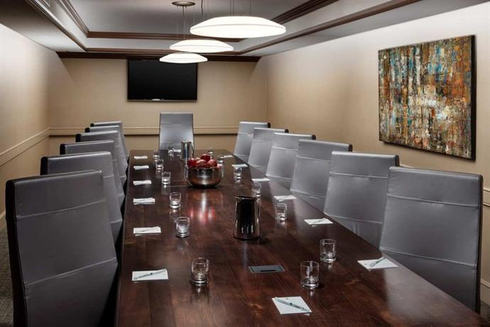 Photo 3 - Embassy Suites Orlando - Lake Buena Vista Resort
