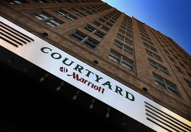 Photo 2 - Courtyard by Marriott Fort Worth Downtown/Blackstone