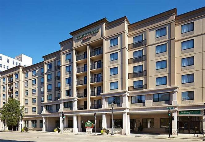 Photo 1 - Courtyard by Marriott Milwaukee Downtown