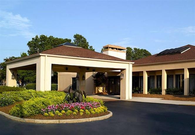 Photo 1 - Courtyard Hotel Northlake Tucker