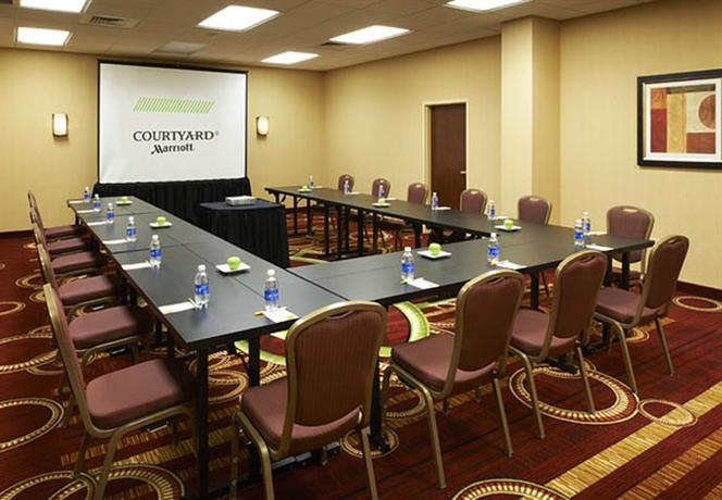 Photo 3 - Courtyard by Marriott Chicago Downtown