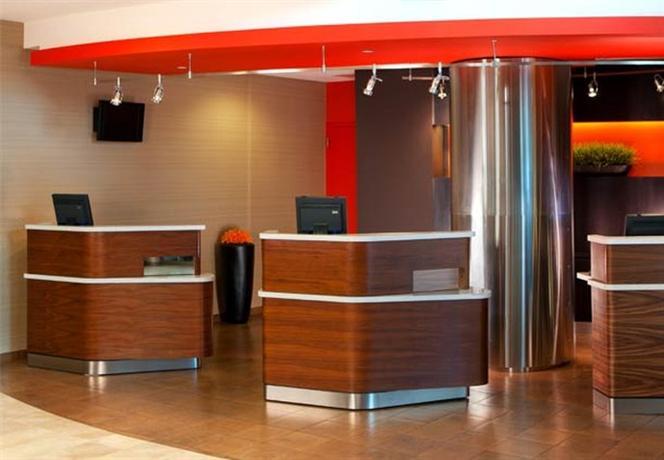 Photo 2 - Courtyard Arlington Crystal City Reagan National Airport