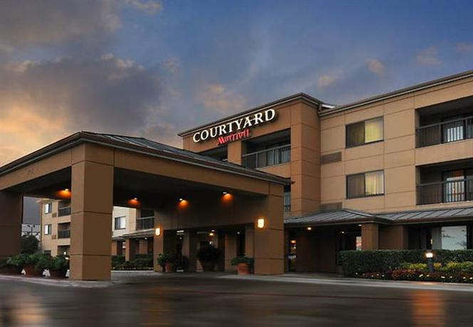 Photo 1 - Courtyard by Marriott Fort Worth Fossil Creek