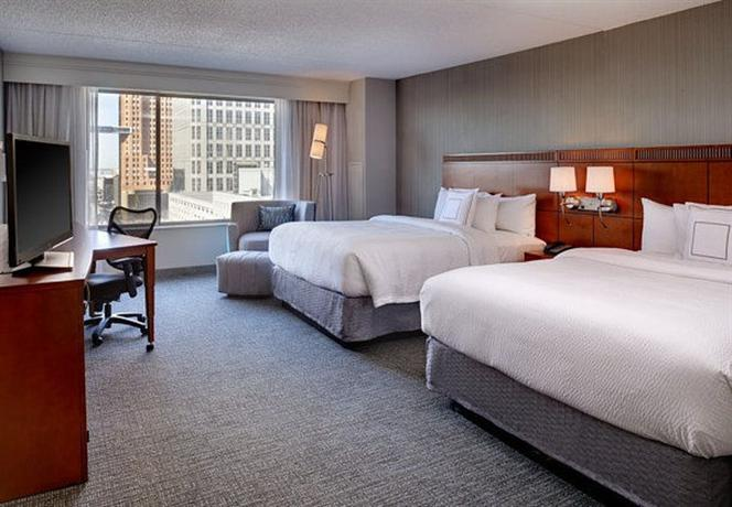 Photo 3 - Courtyard by Marriott Detroit Downtown