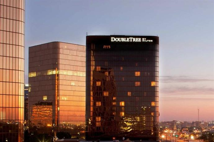 Photo 1 - DoubleTree by Hilton Hotel Dallas - Campbell Centre