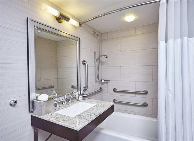 Photo 1 - DoubleTree by Hilton - Washington DC - Crystal City