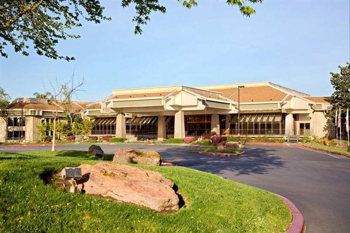Photo 1 - DoubleTree by Hilton Sacramento