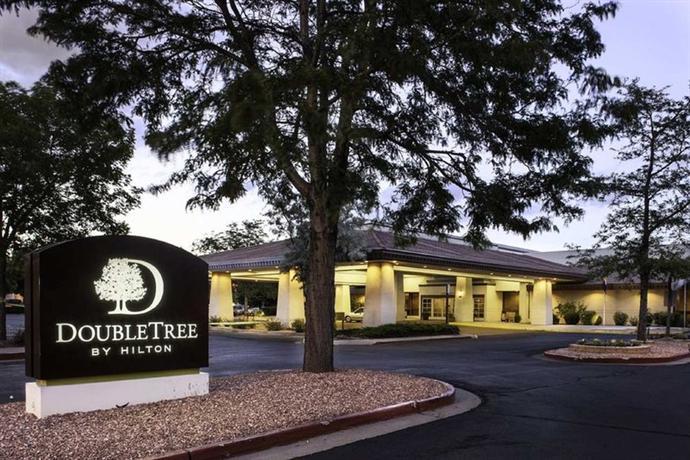 Photo 2 - DoubleTree by Hilton Hotel Colorado Springs