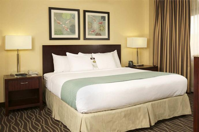Photo 2 - DoubleTree Suites by Hilton Raleigh-Durham