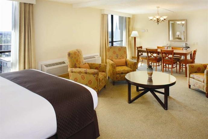 Photo 3 - Doubletree Hotel Tallahassee