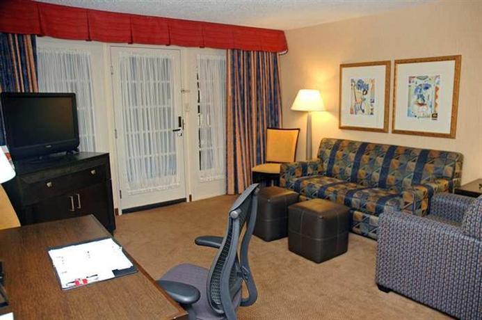 Photo 2 - Embassy Suites Hotel Kansas City - Plaza