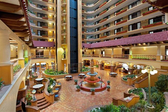 Photo 3 - Embassy Suites Hotel Kansas City - Plaza