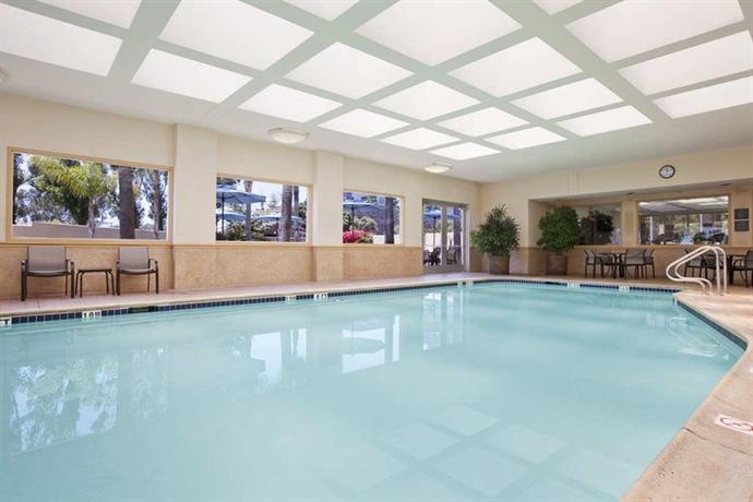 Photo 3 - Embassy Suites San Diego - La Jolla