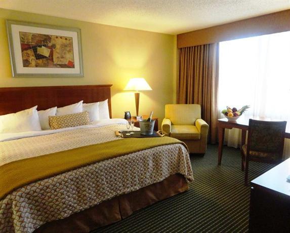 Photo 3 - Embassy Suites Hotel Winston-Salem