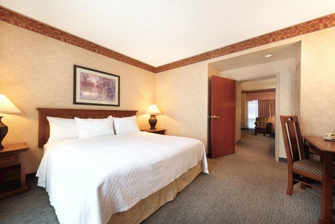 Photo 3 - Embassy Suites Hotel Little Rock