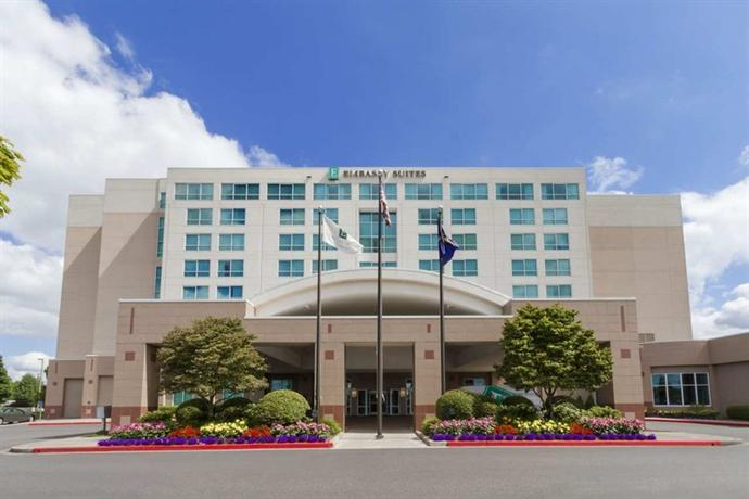 Photo 2 - Embassy Suites Hotel Portland-Airport