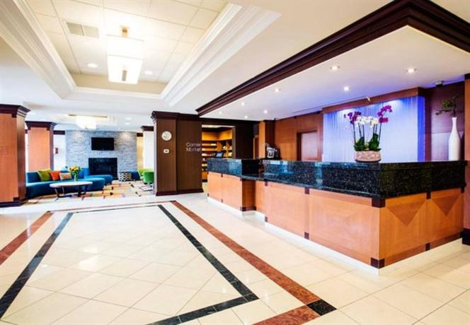 Photo 2 - Fairfield Inn & Suites by Marriott Toronto Airport
