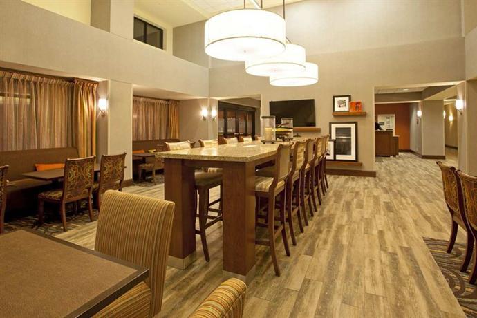 Photo 2 - Hampton Inn & Suites Minneapolis - St. Paul Airport