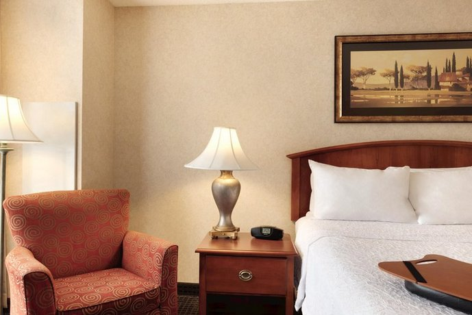 Photo 2 - Hampton Inn & Suites Country Club Plaza
