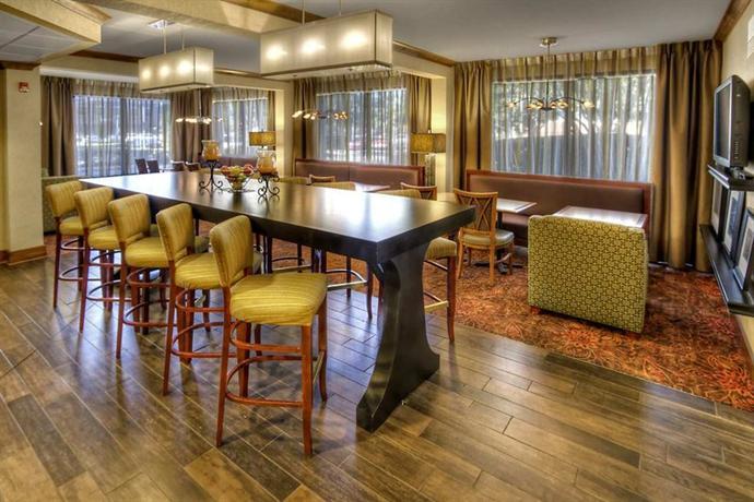 Photo 2 - Hampton Inn Memphis-Poplar