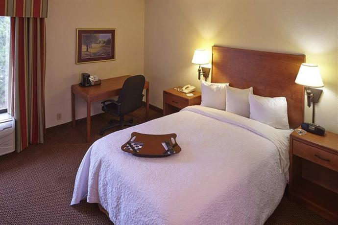 Photo 3 - Hampton Inn Raleigh - North