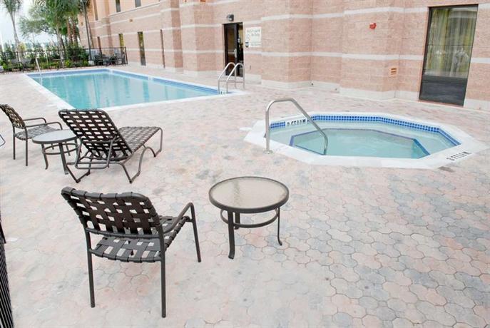 Photo 3 - Hampton Inn & Suites Orlando - South Lake Buena Vista