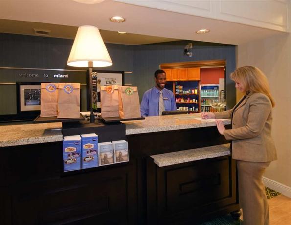 Photo 3 - Hampton Inn & Suites Miami-Doral Dolphin Mall