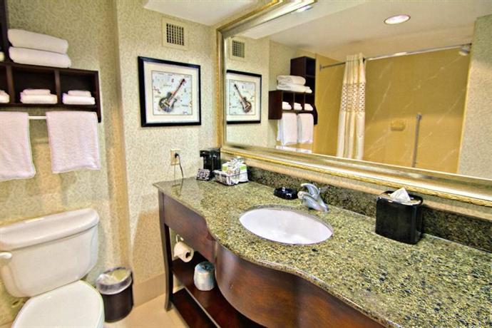 Photo 3 - Hampton Inn & Suites Memphis - Beale Street