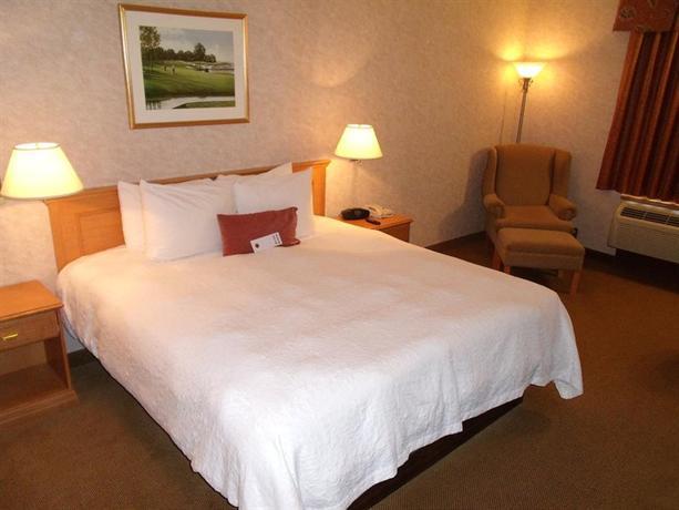 Photo 2 - Humphry Inn & Suites Winnipeg