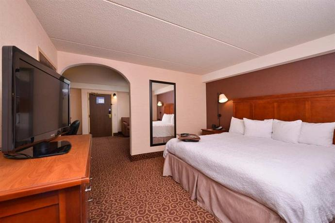 Photo 3 - Hampton Inn Pittsburgh - McKnight Rd.