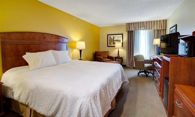 Photo 2 - Hampton Inn Columbia Northeast