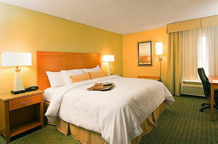 Photo 2 - Hampton Inn and Suites Houston Medical Center - Reliant Park