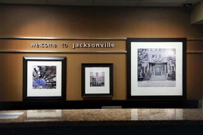 Photo 3 - Hampton Inn Jacksonville I-95 Central
