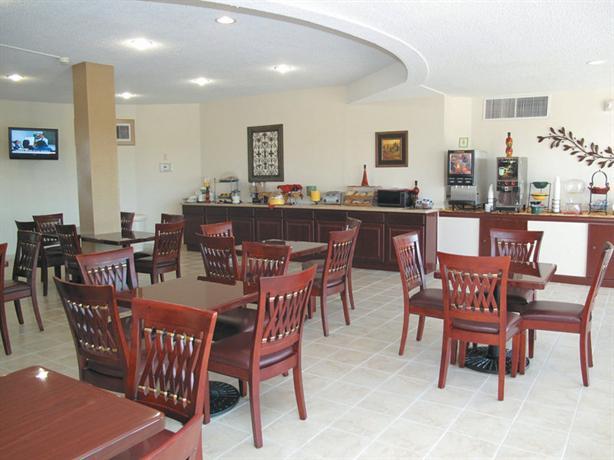 Photo 3 - La Quinta Inn & Suites Wichita