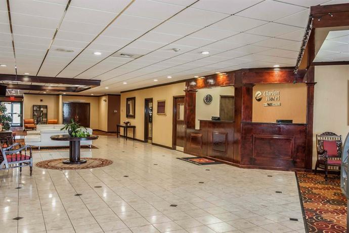 Photo 2 - Clarion Hotel Indianapolis