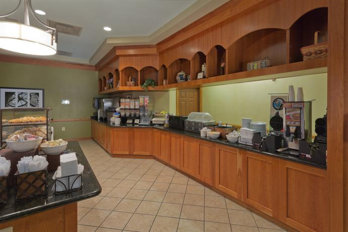 Photo 3 - Country Inn and Suites Linthicum