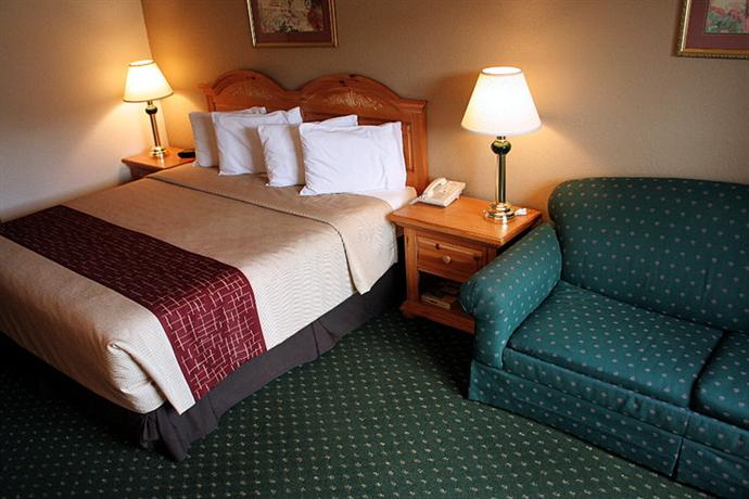 Photo 2 - Red Roof Inn & Suites Knoxville East