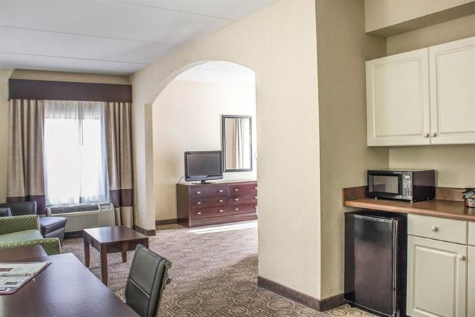 Photo 2 - Comfort Suites Cary