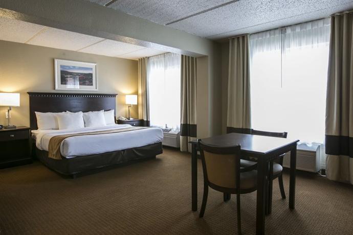 Photo 3 - Comfort Suites Austin Airport