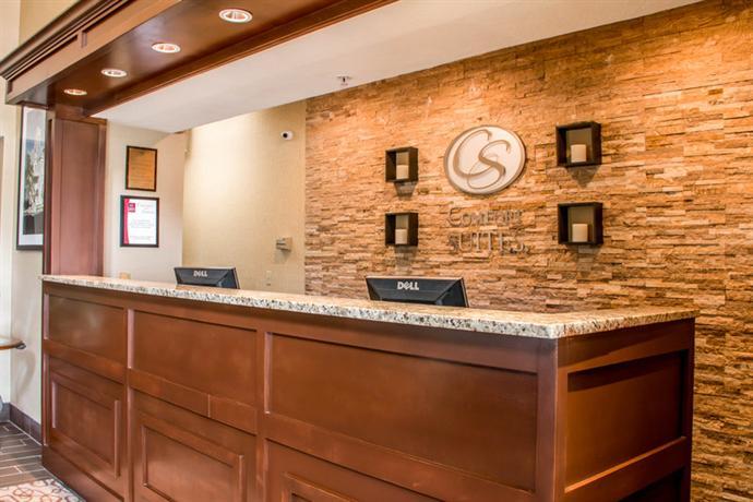 Photo 3 - Comfort Suites New Braunfels