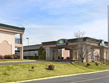 Photo 1 - Days Inn Durham (North Carolina)