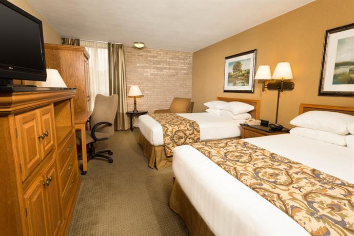 Photo 2 - Drury Inn & Suites San Antonio Airport